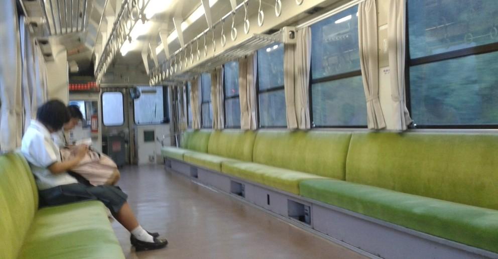 Im leeren Zug von Iyonagahama nach Matsuyama