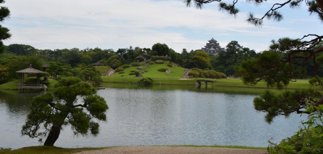 Vom Park kann man natürlich auch die Burg sehen.