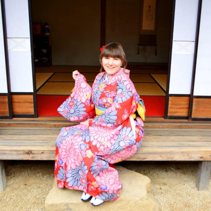 Meet the Blogger 2019 Im Kimono vor einem japanischen Haus.